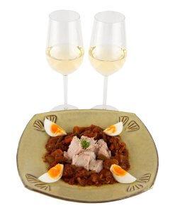 witte wijn, groenten, tonijn en ei